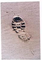 trace de pas sur le sable - Genevieve LAPOUX