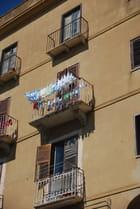 le linge au balcon - Genevieve LAPOUX