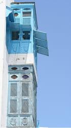 Maison blanc/bleu par Hubert Guiziou sur L'Internaute