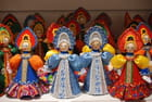les poupées Russes en costumes traditionnels - Genevieve LAPOUX
