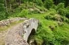 Vieux pont en pierres - Antoinette Gast