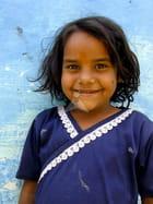 Fillette indienne posant dans les rues d'Agra par Fabien LESBORDES sur L'Internaute