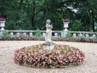 Statue de Pierre sur les fleurs - Jean-pierre MARRO