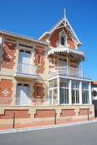 Belle maison ancienne - Genevieve LAPOUX