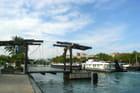 Péniche traversant Port de Bouc par Huguette Roman sur L'Internaute