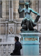 Sous la statue - Jean pierre TOLOMIO