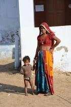 Femme indienne et son enfant - Cécile Nagy