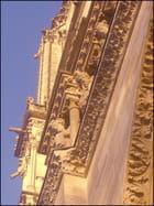 Du haut de Notre-Dame, ils nous suivent du regard... - Yvette GOGUE
