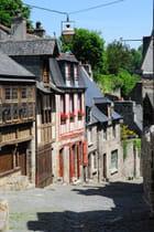 La rue du Jersual qui relie le port à la vieille ville de Dinan - Gilles OSTER