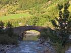 Pont en pierre vers le cirque de Gavarnie. - jean-marc puech