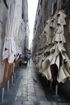 une ruelle transversale de Dubrovnik - Genevieve LAPOUX