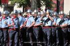 Le Pompier prend une photo-souvenir du défilé du 14 juillet  - Jean-Louis COMBET