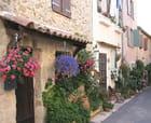 Une ruelle bien fleurie par Jean-pierre MARRO sur L'Internaute