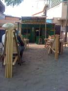 a lomé bar a jus,rasta corner, soundsystem,