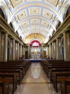 Allée en perspective - Chapelle St Vincent de Paul