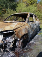 Auto brûlée
