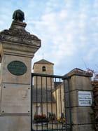 Cimetière et église sur le Mont Lassois