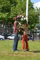 couple de mannequins et roses