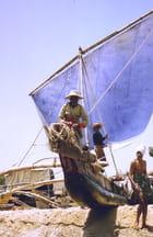 Départ en mer d'un catamaran
