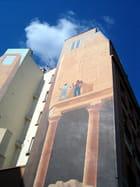 Deux hommes sur un mur