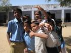 Écoliers dans la cour d'une école