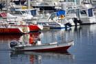 en bateau dans le port de Saint Pierre