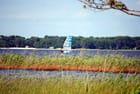 en planche à voile sur le lac