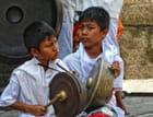 Enfants jouant de la musique gamelan