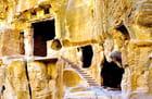 """Escaliers menant à la Maison Peinte de la """"Petite Petra"""""""