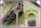 Un pignon fleuri au Hameau de TRIANON