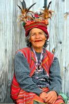 Femme Ifugao en habits traditionnels