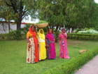 Femmes dans le jardin des Demoiselles