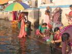 Femmes lavant leurs saris