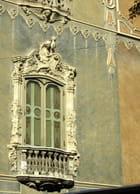 Fenêtre baroque du musée de la céramique, palais du Marquis des Deux Eaux