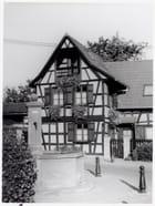 fontaine de Mittelhausbergen et maison alsacienne à colombages