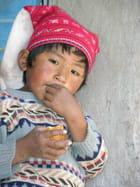 Garçon sur le lac titicaca