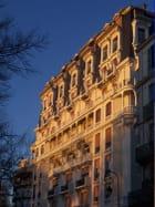 Hôtel au soleil couchant
