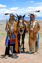 Indiens Navajos en tenue traditionnelle