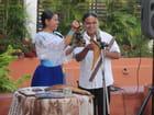 Indiens Teribes jouant de la musique
