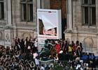 Ingrid Betancourt retire sa photo devant l'Hôtel de Ville