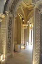Intérieur du Palais de Monserrate : un couloir