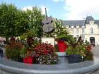 Jolie composition florale sur la place près de la cathédrale St Pierre