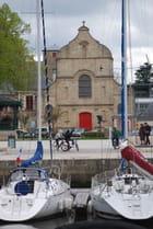 l'église face au port