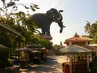L'éléphant à 3 têtes
