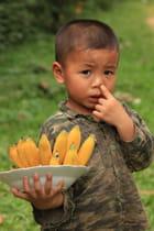 L'enfant, les bananes et le doigt