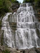 La cascade comme le voile de la mariée