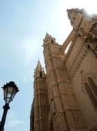 La cathédrale et le réverbère.