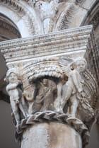 la colonne du Palais du Recteur