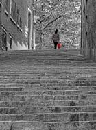 La dame au sac rouge
