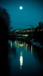 La lune dans la Seine